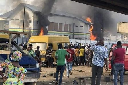 Auto DraftNigeria imposes curfews after #EndSARS protesters set police station ablaze